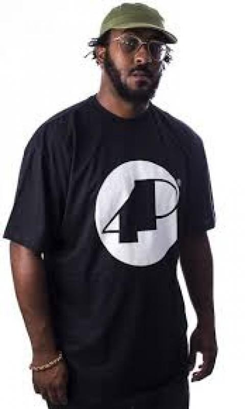 Camiseta 4P PRETA Classica com logo Branco (KLJAY e XIS)